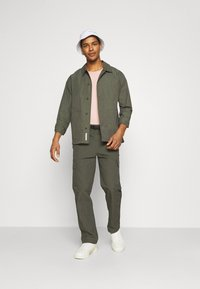 Minimum - KROGHOLM - Cargo trousers - rosin - 1