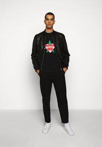 Fiorucci - STAR AND HEART TEE  - Print T-shirt - black - 1