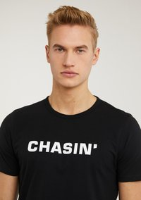 CHASIN' - Print T-shirt - black - 2