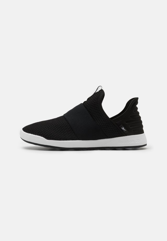 EVER ROAD DMX SLIP ON 4 - Løbesko walking - black/white