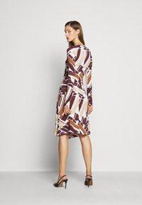 Bally - PRINTED DRESS - Sukienka z dżerseju - white/brown - 2