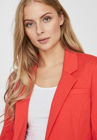 Vero Moda - VMHARUKI - Blazer - poppy red - 3