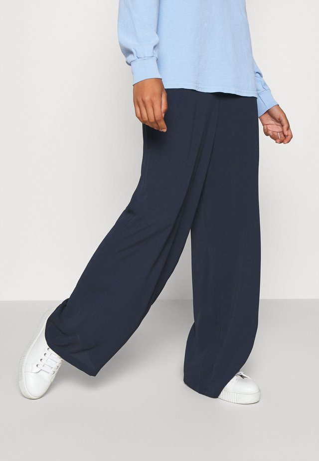 SAGA WIDE PANT - Bukse - navy blazer
