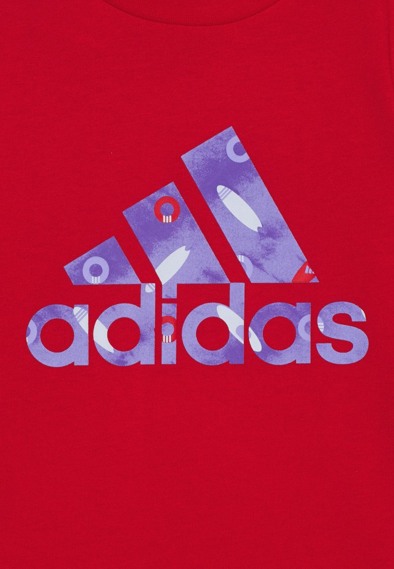 adidas Performance - TEE - Print T-shirt - red/blue