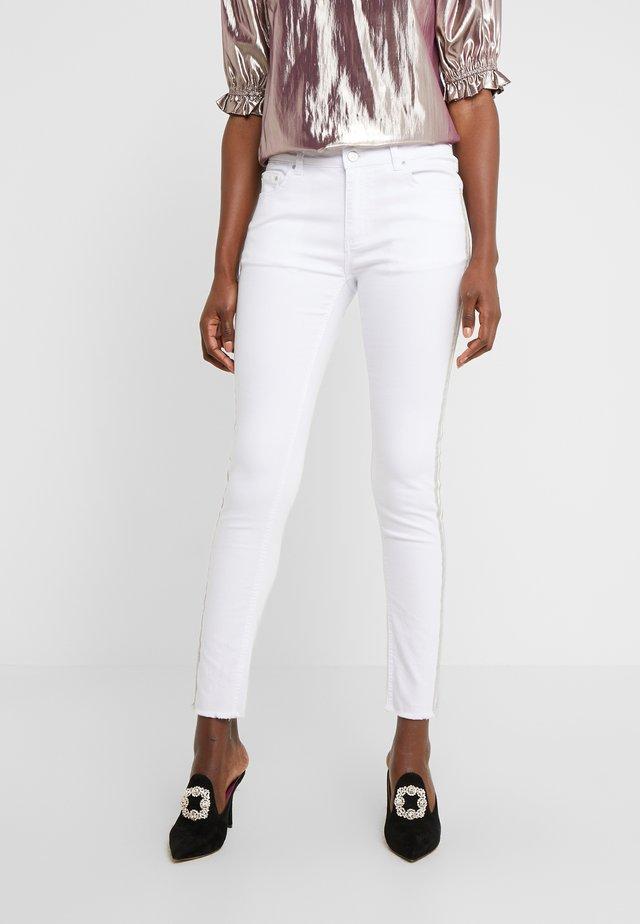 CHERYL GLAM STRIPE PANTS - Vaqueros slim fit - white