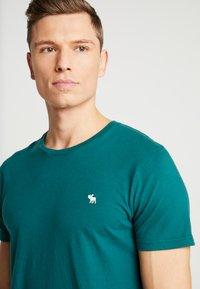 Abercrombie & Fitch - POP ICON CREW FRINGE - Camiseta básica - green - 3