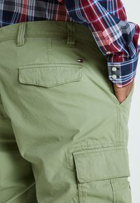 Tommy Hilfiger - JOHN LIGHT - Shorts - green - 4
