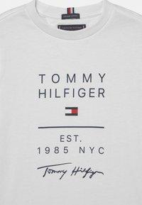 Tommy Hilfiger - GRAPHIC - Triko spotiskem - white - 2