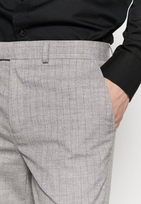 Burton Menswear London - STRIPE - Kostymbyxor - grey - 4