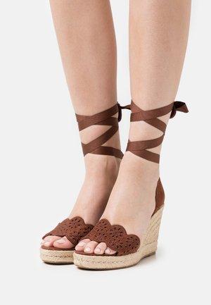Platform sandals - chocolate