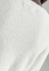 Bershka - MIT KNOPFVERSCHLUSS  - Jumper - white - 4