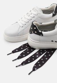 kate spade new york - LIFT - Tenisky - optik white/black/cream - 6
