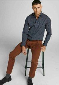 Jack & Jones PREMIUM - JPRBLABLACKPOOL STRETCH  - Formal shirt - navy blazer - 3