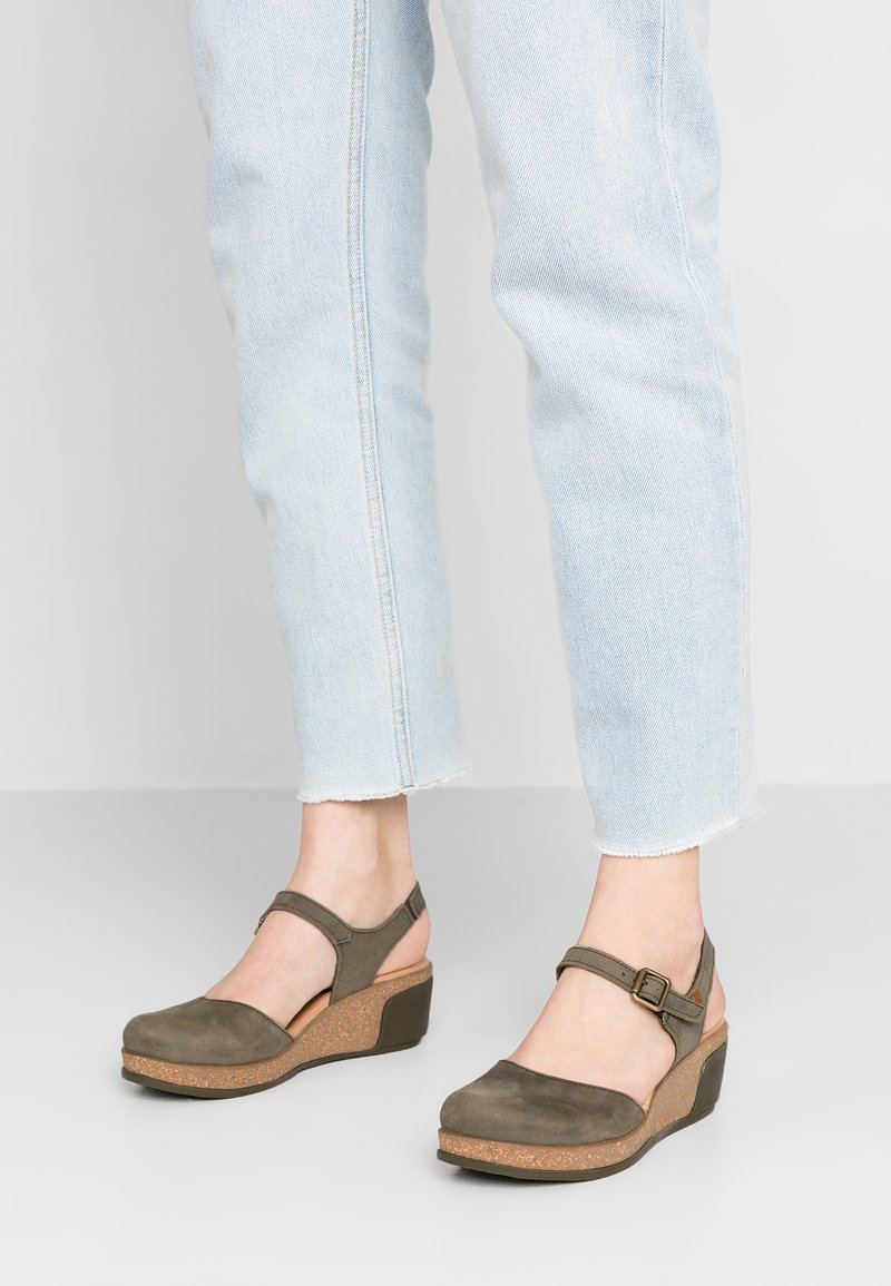 El Naturalista - LEAVES - Platform heels - kaki