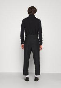Vivienne Westwood - CROPPED GEORGE - Trousers - black - 2