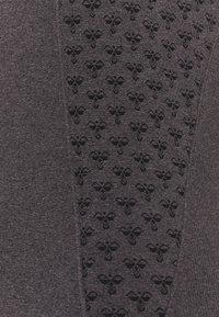 Hummel - SEAMLESS - Camiseta de deporte - black melange - 2