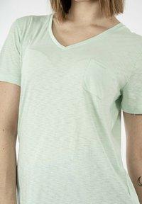 Superdry - Basic T-shirt - vert - 3