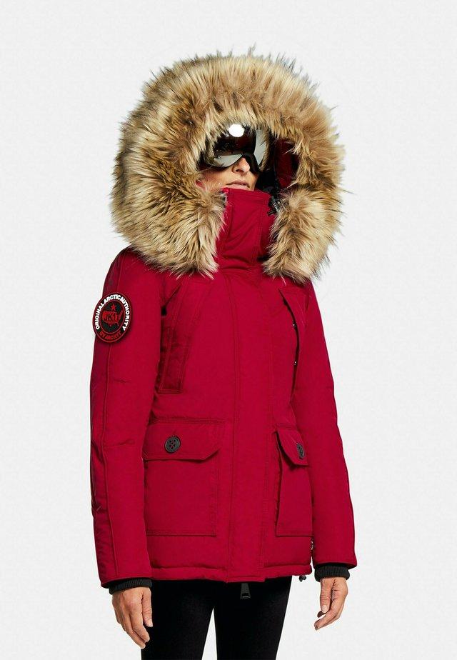 MOUNTAIN BIG BADGE - Gewatteerde jas - red