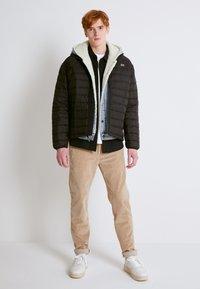Levi's® - PRESIDIO PACKABLE JACKET - Down jacket - blacks - 1