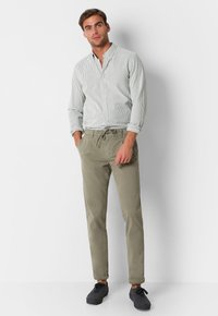 Scalpers - SCALPERS TEXTURED STRIPED SHIRT - Shirt - khaki stripes - 1