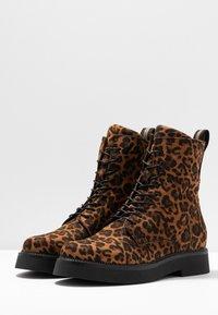 MJUS - Kotníkové boty na platformě - sella - 4