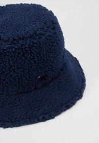 Tommy Hilfiger - FLAG REVERSIBLE BUCKET - Hat - blue - 2