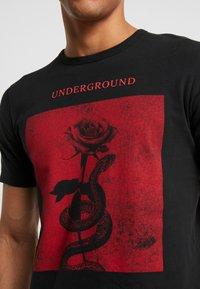 Jack & Jones PREMIUM - JPRGARY TEE CREW NECK - T-shirt med print - black - 5