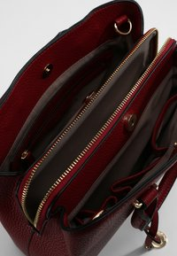 L. CREDI - MAXIMA HENKELTASCHE 28 CM - Handbag - rot - 3
