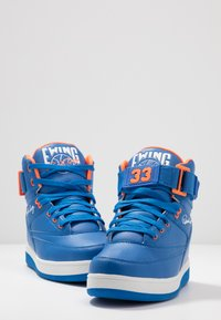 Ewing - 33 HI - Zapatillas altas - prince blue/vibrant orange/white - 5