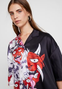 Jaded London - HALF EVIL FACE - Košile - black/red