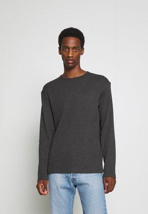 SLHKALE CREW NECK  - Stickad tröja - black