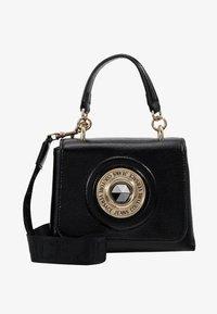 Versace Jeans Couture - Skuldertasker - black - 5