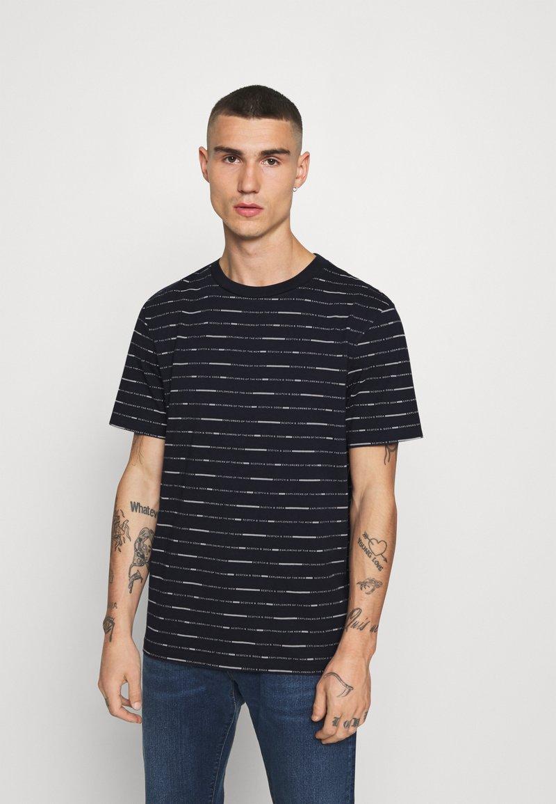 Scotch & Soda - SHORT SLEEVE TEE WITH ALLOVER PRINT - Print T-shirt - combo
