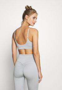 HIIT - INNOKO RUCHED BRALET - Sports bra - mid grey - 2