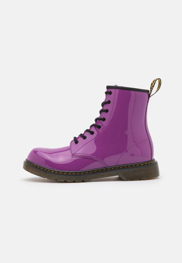 1460  - Veterboots - bright purple