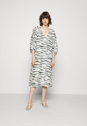 TIGER DRESS - Denní šaty - clearly aqua