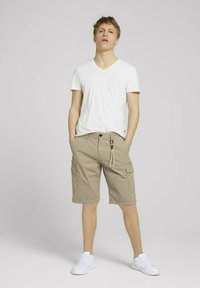 TOM TAILOR DENIM - Shorts - smoked beige - 1