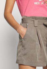 Superdry - DESERT PAPER BAG - Shorts - bungee cord - 4