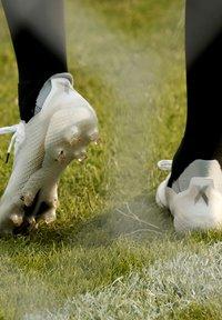 adidas Performance - X GHOSTED.1 FOOTBALL BOOTS FIRM GROUND - Fodboldstøvler m/ faste knobber - ftwwht/cblack/metgol - 10