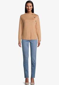 Betty Barclay - MIT STEHKRAGEN - Sweatshirt - beige - 1