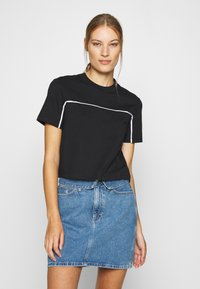 Calvin Klein Jeans - LOGO PIPING CROPPED TEE - Print T-shirt - black - 0