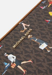 MICHAEL Michael Kors - JET SET LAPTOP CASE - Laptop bag - brown/multi - 4