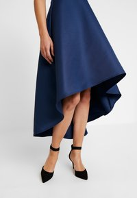 Chi Chi London - AMOUR DRESS - Ballkjole - navy - 6