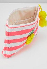 Sunuva - GIRLS FRUIT PUNCH PINEAPPLE WASHBAG - Handbag - pink - 5