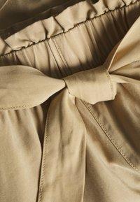 TOM TAILOR DENIM - Shorts - dark beige - 2