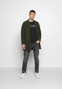 Tommy Hilfiger - TEE - Camiseta estampada - black - 1
