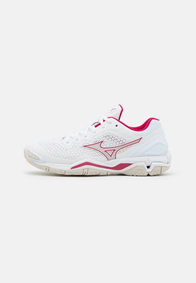 Mizuno - WAVE 5 - Handball shoes - white/white sand/persian red