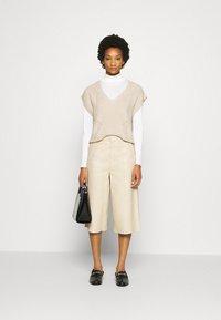 Moss Copenhagen - ENITA VEST - Print T-shirt - oatmeal - 1