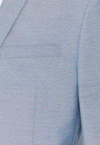 Isaac Dewhirst - Puku - light blue - 9