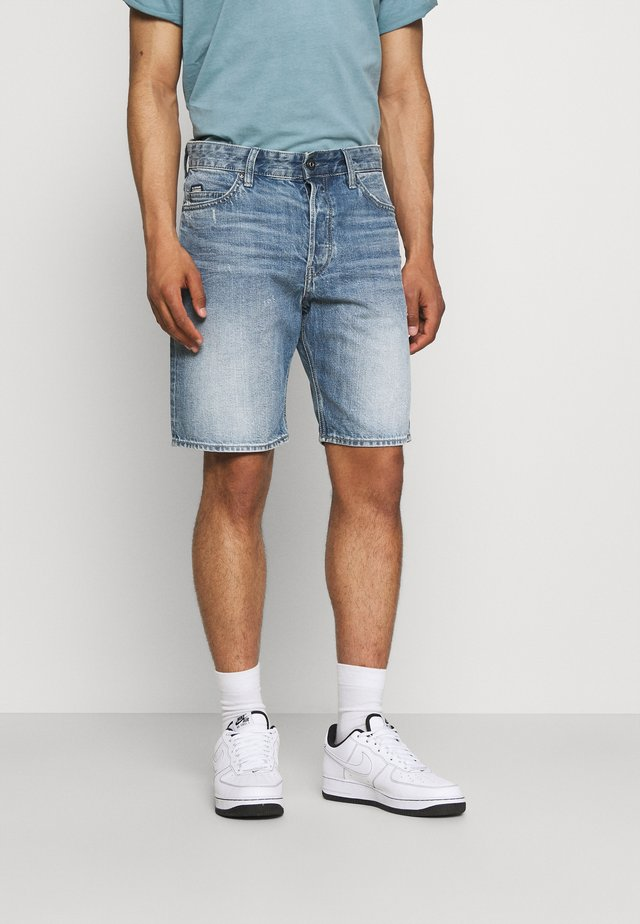 TRIPLE - Shorts di jeans - sun faded ice fog